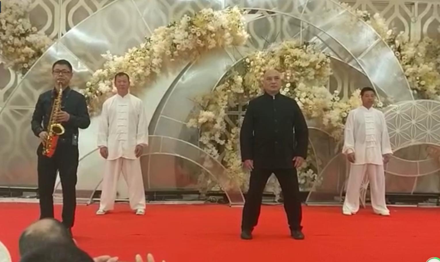 吴会长等四人在名豪君悦表演传统陈式太极拳